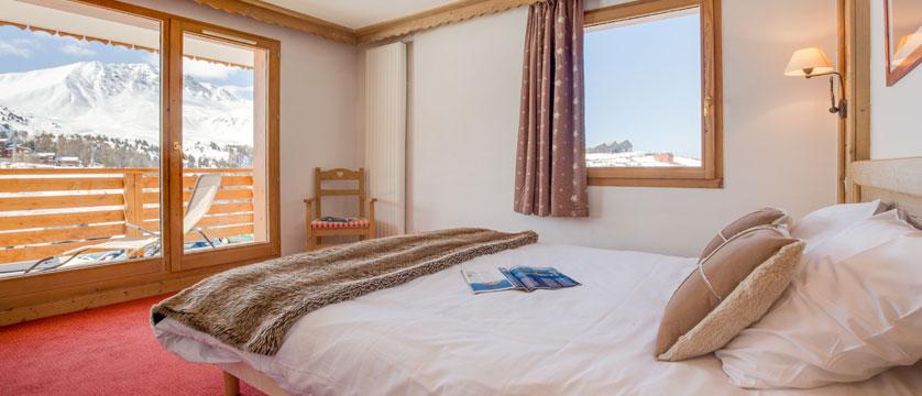 France_LaPlagne_Hotel-Vancouver_superior-bedroom2.jpg